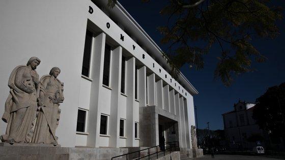 Além da pena de prisão, foram condenados ao pagamento de indemnizações de 5.000 euros a cada uma das duas mulheres
