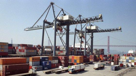 As exportações de bens da zona euro para o resto do mundo cresceram 7,1% para os 203,4 mil milhões de euros e as importações aumentaram, por seu lado, 4,2% para os 180,3 mil milhões de euros