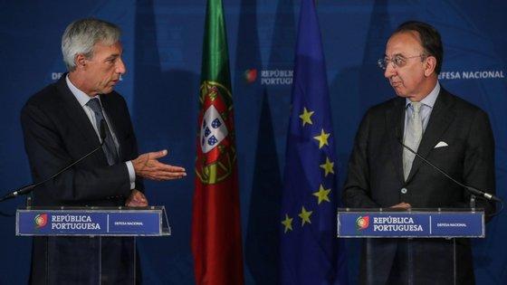 """O ministro adiantou que a construção vai iniciar-se """"logo que possível"""", com um investimento """"na ordem dos quatro milhões de euros"""" do lado português"""