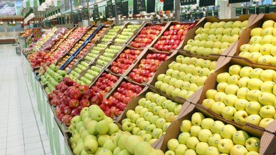 """As lojas passam a ter que ter """"alternativas de embalagem primária de pão, frutas e legumes vendidos a granel"""""""