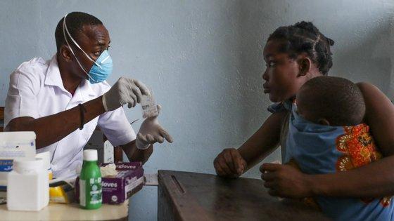 A maioria das crianças moçambicanas não registadas é de famílias mais pobres e vive exposta ao risco de abuso e exploração, incluindo trabalho infantil, uniões prematuras e ingresso no mundo do crime, refere o comunicado