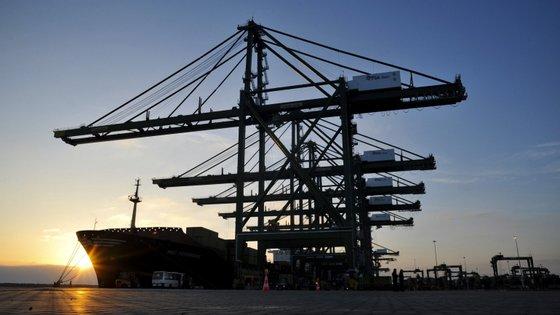 O movimento de carga nos portos do continente foi de cerca de 37,6 milhões de toneladas, entre janeiro e maio de 2019, menos 2,2% do que no período homólogo de 2018, informou a AMT.
