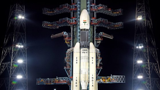 A missão que pretende enviar para a Lua uma nave de 640 toneladas foi cancelada na segunda-feira passada, uma hora antes do lançamento