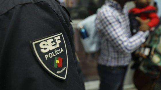 A burla foi finalmente descoberta quando os cidadãos compareciam aos balcões do SEF e eram informados do logro