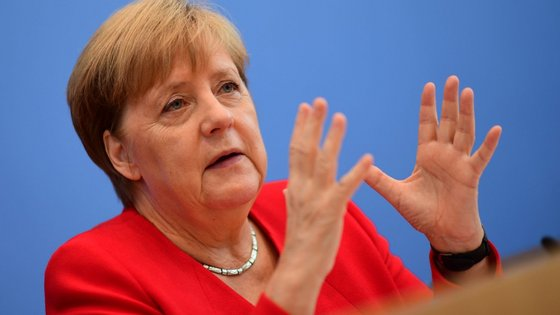Angela Merkel tem sido uma forte defensora de uma abordagem multilateral nas questões de geopolítica e adotou uma abordagem acolhedora para o fluxo de refugiados e migrantes