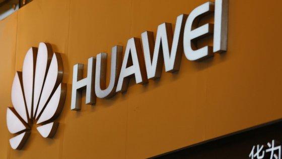 Christopher Balding identificou funcionários da Huawei simultaneamente empregados pelas forças armadas chinesas
