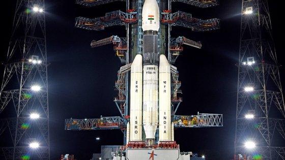 """A Chandrayaan-2 — que significa """"veículo lunar"""" — pesa 3,8 toneladas e iria levar dois meses a chegar à Lua"""