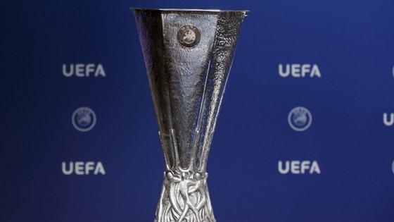 Para atingirem a fase de grupos da Liga Europa, na qual o Sporting tem entrada direta, bracarenses e vimaranenses têm de ultrapassar não apenas a terceira pré-eliminatória, mas também os 'play-offs' que se seguirão