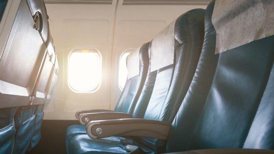 O estudo que a KLM citou foi baseado nos acidentes de avião nos últimos 35 anos onde existiram tanto vítimas mortais como sobreviventes e que foram registados na base de dados da Administração Federal de Aviação dos Estados Unidos