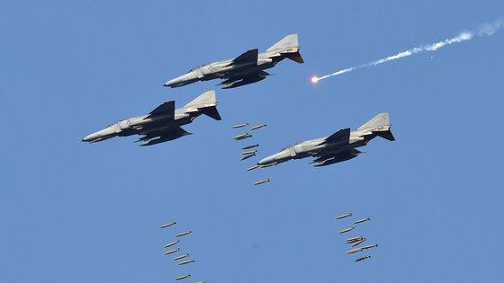 Os jatos de combate sul-coreanos F-15F E KF-16 terão disparado nas duas vezes em que os russos surgiram no espaço aéreo