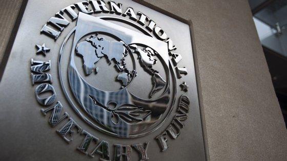 Para o PIB dos mercados emergentes e economias em desenvolvimento, o FMI desceu a previsão de crescimento para 4,1% este ano (menos 0,3 pontos percentuais que em abril), e 4,7% em 2020 (menos uma décima)