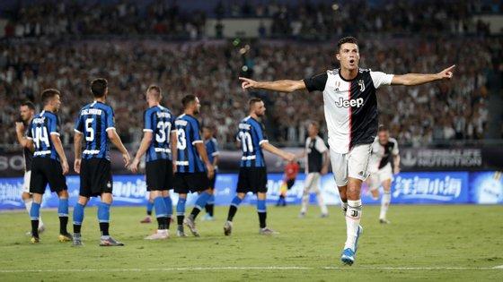 Depois do golo frente ao Tottenham em Singapura, Ronaldo marcou de livre direto ao Inter na China