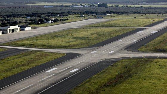 O estudo de impacte ambiental ao aeroporto do Montijo entra esta segunda-feira em consulta pública