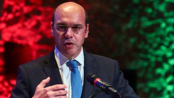 A duas semanas da greve que promete paralisar o país, o ministro da Economia diz que a Lei da Greve deveria ser revista