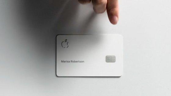 O Apple Card é um cartão digital para smartphone iPhone que também tem uma versão física em titânio