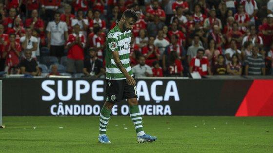 """Bruno Fernandes foi um dos mais inconformados do Sporting mas não evitou a goleada por """"chapa 5"""" frente ao Benfica"""