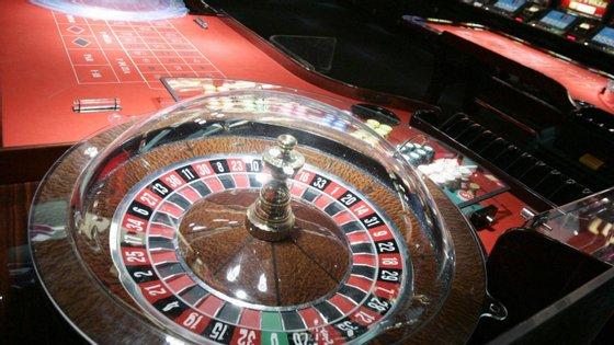 O casino é o estabelecimento onde se movimenta mais dinheiro. Logo a seguir surgem as salas de bingo