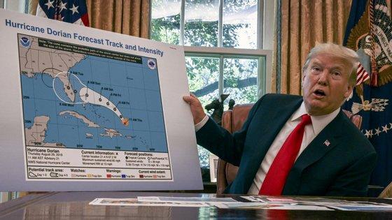Alguém na Casa Branca desenhou um círculo preto no gráfico oficial dos serviços de meteorologia, para incluir o Alabama na zona de impacto, tal como Trump anunciara no Twitter