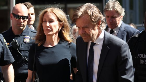 A atriz saiu do tribunal acompanhada pelo marido, o ator William H. Macy e não prestou declarações aos jornalistas