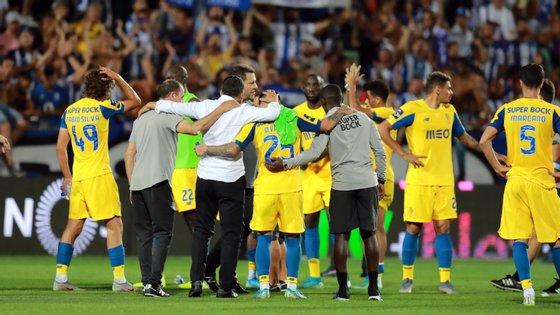 Sérgio Conceição juntou-se à equipa no final mas não deixou de ter uma conversa mais azeda com Nakajima