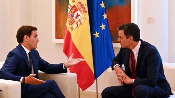 Rivera pede a Sánchez dez reformas sociais, mas também refere fim de alianças e pactos com independentistas na Catalunha e no País Basco