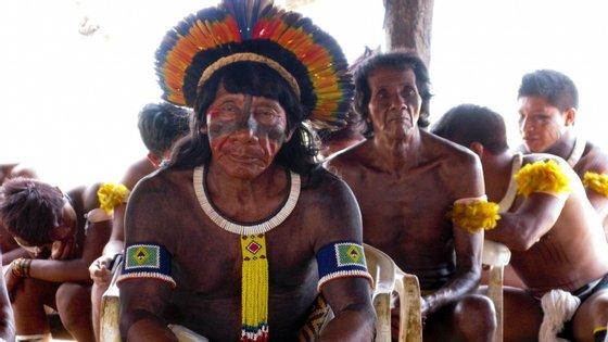 No Brasil, a população indígena é de 817.963 pessoas
