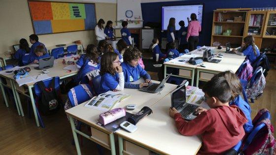 """Os dois espaços letivos, designados """"salas do futuro"""", estão na Escola Básica Integrada do Marão e na Escola Básica Amadeo de Souza Cardoso"""