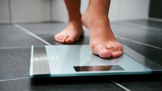 Os países da OCDE gastam em média 8,4% dos seus orçamentos para a saúde a tratar doenças relacionadas com o excesso de peso