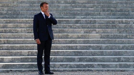 A contribuição atual da França é (980 milhões euros) em três anos.