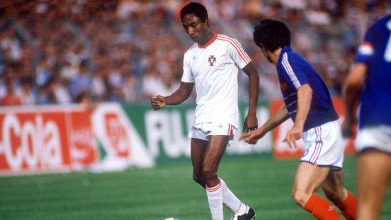 Rui Jordão jogou cinco anos no Benfica, nove no Sporting e dois no V. Setúbal, tendo brilhado nas meias do Europeu de 1984 com a França