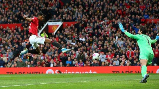 Marcus Rashford marcou assim o primeiro e único golo do Manchester United frente ao Liverpool, que empatou por Lallana