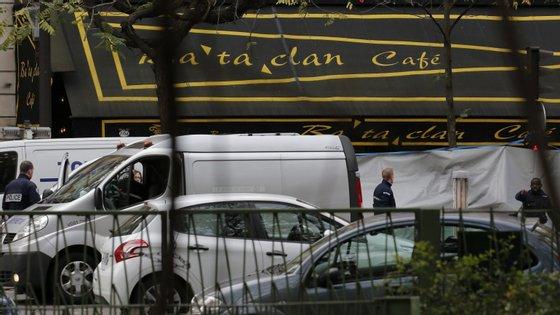 As investigações descobriram uma célula jihadistamuito maior detrás desses ataques, reivindicada pela organização Estado Islâmico, com ramificações em toda a Europa