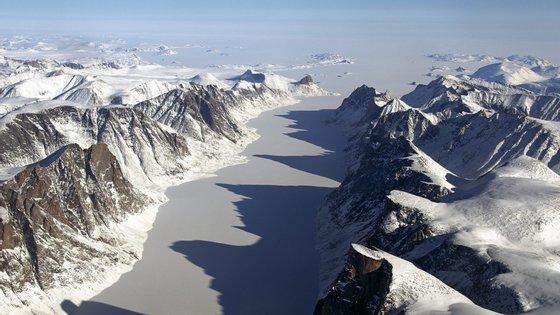 Os cientistas recolheram amostras na Gronelândia, mas também na ilha Ellesmere, no Canadá, e nas Montanhas Rochosas da América do Norte