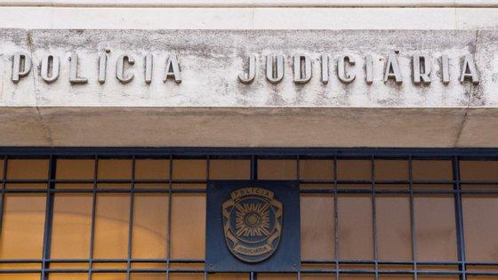 Dois dos arguidos também estão acusados de perseguição