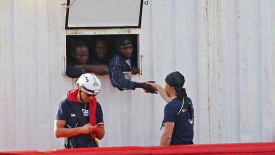 """Os 104 migrantes estão há 11 dias a bordo do navio humanitário """"Ocean Viking"""""""