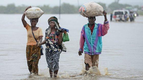 Com cenários de chuva fortes, vendavais, ciclones, cheias e inundações nas vilas e cidades moçambicanas, o governo moçambicano prevê que 1,6 milhões de pessoas possam ser afetadas