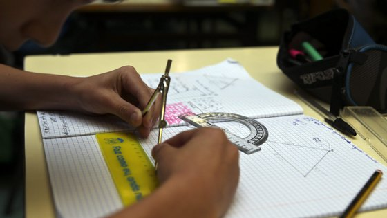 Um novo currículo de Matemática a pensar no sucesso académico dos alunos e com a possibilidade de se desenharem currículos locais adaptados aos estudantes são recomendações do relatório pedido pelo Ministério da Educação