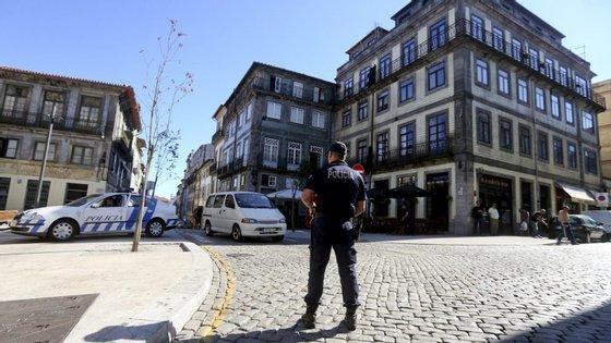 A operação policial visou um conjunto de indivíduos que de forma organizada se dedicavam à venda direta de estupefacientes
