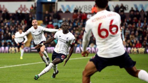 Sadio Mané marcou o golo da reviravolta do Liverpool após canto de Alexander-Arnold