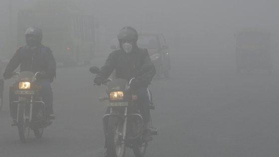 Festival Diwali, queimadas na região e poluição automóvel entre as causas do fumo espesso