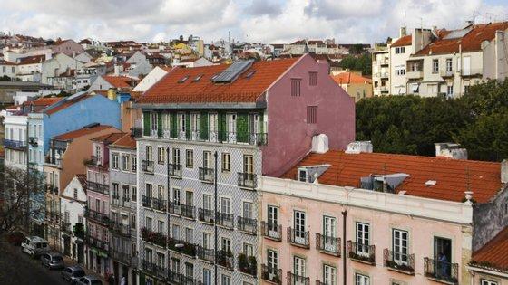 """""""Em agosto apurou-se um novo máximo na avaliação bancária na habitação, fixando-se em 1.288€ por m2 [metro quadrado], o que corresponde a um aumento de 7,7%, em termos homólogos"""", diz a AICCOPN"""
