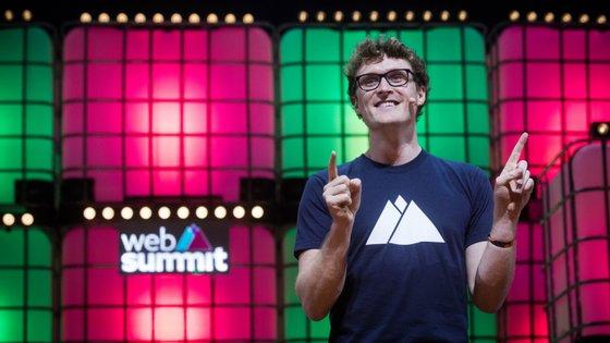 Paddy Cosgrave subiu ao palco da Web Summit 15 minutos depois da hora marcada