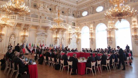 """Os representantes instam todas as instituições europeias a """"empenharem-se para concluir as negociações e chegar a um compromisso para um orçamento justo e equilibrado"""""""