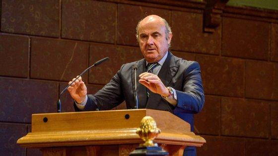 O responsável espanhol apelou ainda ao fomento de uma abordagem descendente nos testes de esforço dos bancos