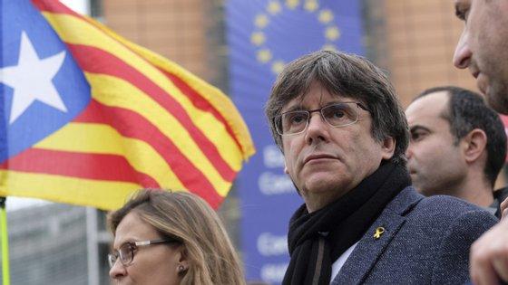 Foi o próprio Puigdemont que deu a notícia, ao publicar uma nota de pesar na rede social Twitter