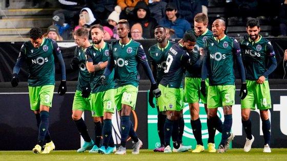 Sporting venceu Rosenborg na Noruega com golos de Coates e Bruno Fernandes, passando a liderar o grupo D da Liga Europa