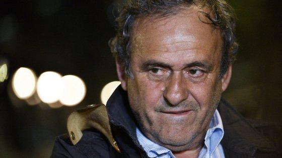 O trabalho de consultadoria, sem contrato escrito, terá sido solicitado a Michel Platini por Joseph Blatter, que na altura era presidente da FIFA