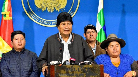 Líderes da esquerda latino-americana reunidos na Argentina denunciaram o que apelidam ser um golpe de Estado na Bolívia, enquanto governos de direita se têm mantido no silêncio