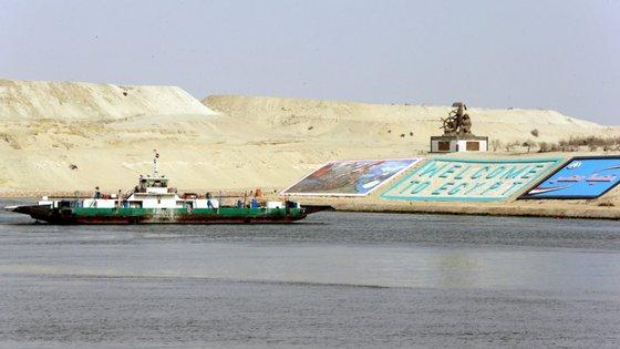 O canal liga o Mediterrâneo ao mar Vermelho