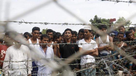 Refugiados roinghya num campo no Bangladesh